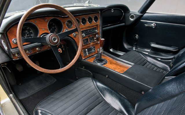 1967-Toyota-2000GT-Interior.jpg
